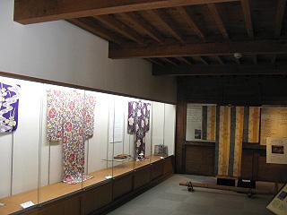 企画展は年4回、夏の展示 「四季を彩るアンティーク着物」展